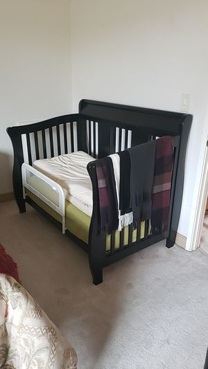 Baby crib and changing table for sale in perfect condition for Sale in San Diego, CA