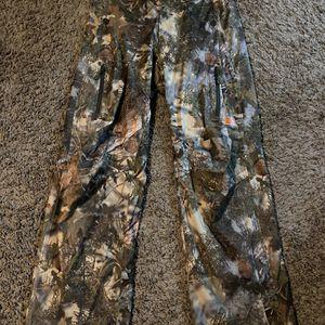 Russell Camo Pants (M) for Sale in Phoenix, AZ