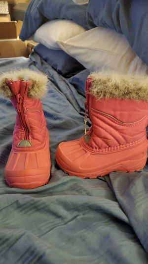 Girls size 7 snow boots for Sale in Braintree, MA