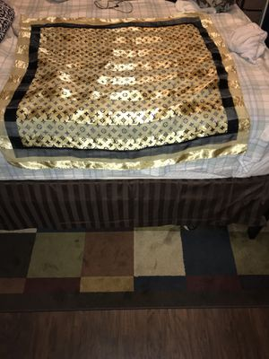 Louis Vuitton gold and black monogram shine scarf/wrap for Sale in Laveen Village, AZ