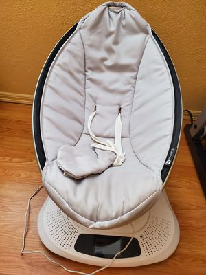 4moms mamaroo infant Seat (The swing doesn't work properly) for Sale in Lynnwood, WA