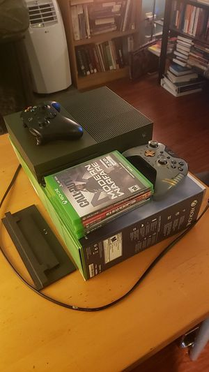 Xbox One S 1TB w/ 4 Games & 2 controllers for Sale in Seattle, WA