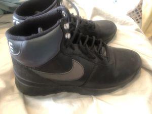 Nike tennis shoe boots women's size 9 for Sale in Laurel, MD