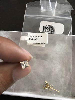 Diamonds earrings for Sale in Warren, MI