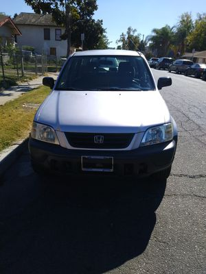 Honda CRV 97 título limpio motos y trasmisión en buenas condiciones stereo USB smog en mano placas pagadas hasta octubre del 2020 for Sale in Fresno, CA
