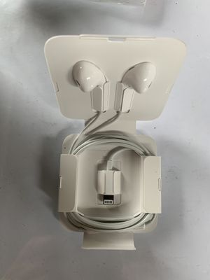 Headphones IPhone with Cord for Sale in Hawthorne, CA