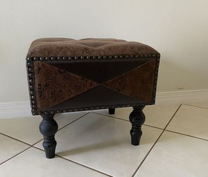 Small Cushioned Upholstered Stool/Pouf for Sale in Oviedo, FL