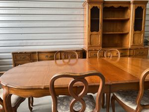 "Dining table with 6 Chairs H29.5"" x W44"" x L90"" for Sale in Fort Myers, FL"