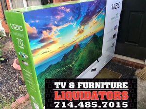 """Vizio 70"""" tv smart 4k for Sale in Anaheim, CA"""