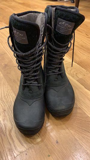 WOMENS North Face Winter Snow Boots for Sale in Brooklyn, NY