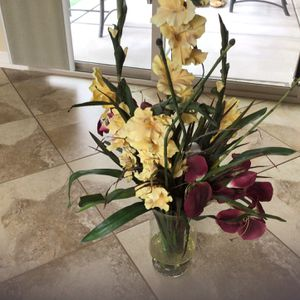 "36"" Tall Silk Arrangment In Vase for Sale in Goodyear, AZ"