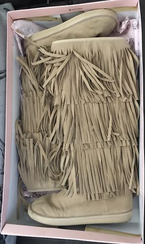 Juicy Couture NEW size 8 camel faux suede fringe boots for Sale in Delray Beach, FL