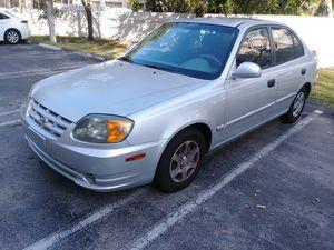 Hyundai accent 2003 for Sale in Miami, FL