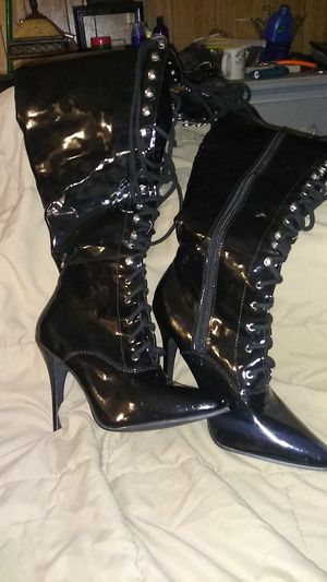Ellie. High heel boots size 10 for Sale in Tampa, FL