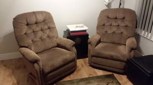 Pair of lazy boy recliners for Sale in Mukilteo, WA