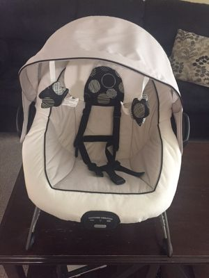 Graco® DuetConnect DLX Swing and Bouncer for Sale in Warren, MI
