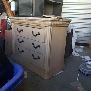Dresser - Bed chest for Sale in Elk Grove, CA