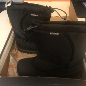 Northside Snow Boots For Kids Size 2 for Sale in Las Vegas, NV