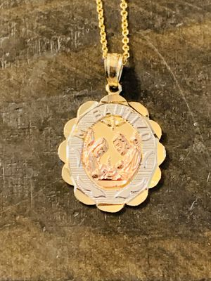 Stunning Gold Pendant Necklace (14k) comes in gift box for Sale in Glendale, CA