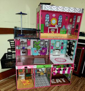 Doll house - good condition for Sale in Fuquay-Varina, NC