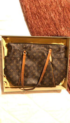 Louis Vuitton Monogram Totally MM for Sale in Calexico, CA