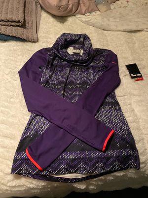 Women Nike sweater hyper warm for Sale in Fontana, CA