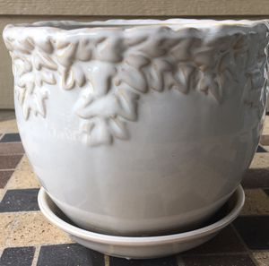White decorated ceramic plant pot for Sale in Richardson, TX