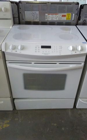 White Frigidaire Slide In Stove w/ Convection Oven for Sale in Tampa, FL