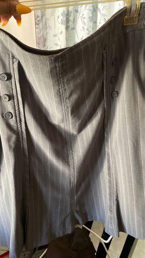 Women Skirt Size 8 for Sale in Bell Gardens, CA
