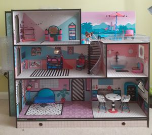 LOL surprise dolls house. Everything included. One year used, likes new. for Sale in Ontarioville, IL