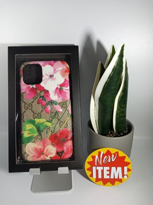 """Bundle of Stylish Case for iPhone 11 6.1"""" . for Sale in Loma Linda, CA"""