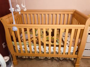 Crib and changing table for Sale in Haines City, FL