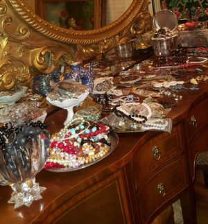 1000+ pieces of jewelry and decor on table for Sale in Columbia, SC