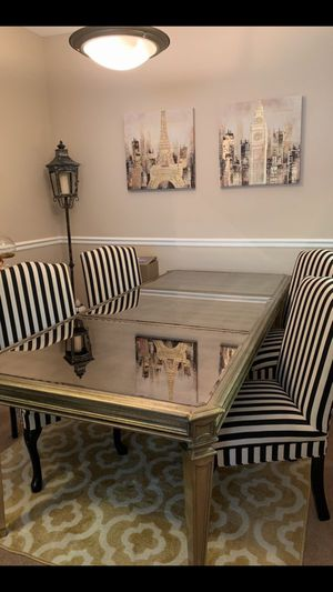BEAUTIFUL CANVAS PICTURES!! TABLE & CHAIRS ARE NOT FOR SALE! for Sale in Portland, OR