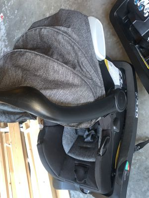 Evenflo pivot travel system car seat and 2 bases for Sale in Auburn, WA