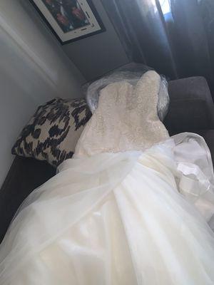 Vestido de novia color ivory for Sale in Phoenix, AZ