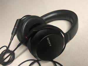 Sony mdr-z7m2 hi-res headphone for Sale in La Jolla, CA