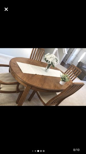 Dining table for Sale in Lewis Center, OH