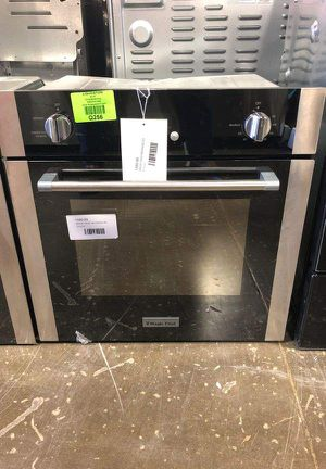 Brand New Magic Chef View the Collection 24 in. 2.2 cu. ft. Single Electric Wall Oven with Convection in Stainless Steel TVDVR for Sale in Lakewood, CA