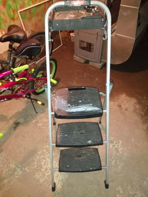 Rubbermaid step latter 3ft for Sale in Bridgeport, CT