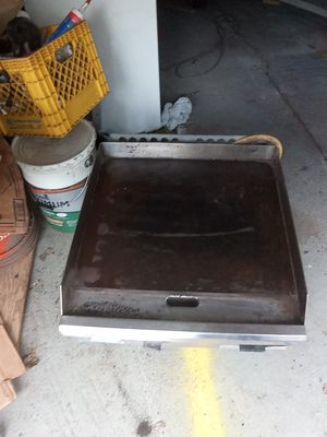 Commercial Flattop grill and double burner out of old bar and grill for Sale in Pleasant Hill, IA