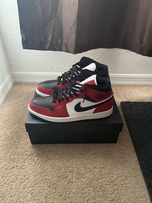 Brand New Air Jordan 1 Chicago Black Toe Mid with original box. for Sale in Orlando, FL