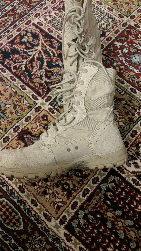 Army Combat Boots, Desert, tan Size 9R - PRICE DROP!