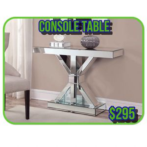 Beautiful Console Table in Offert (930009) for Sale in Orlando, FL