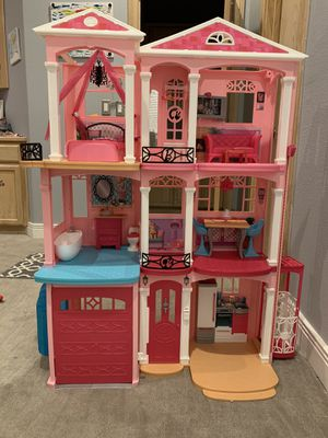 Barbie Dreamhouse 4 ft tall , 3 stories for Sale in Elk Grove, CA