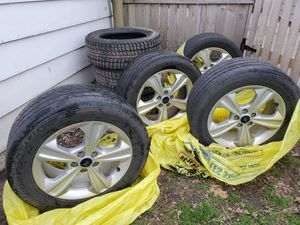 7 TIRES & 4 RIMS 235/55 R17 $300 all good cond for Sale in Fort Dodge, IA