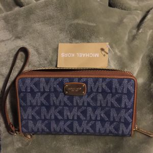 Authentic Michael Kors wallet with tag. $50 Firm Price.. Pick up in Van Nuys for Sale in Los Angeles, CA