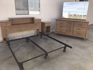Mid century queen bed set for Sale in Rancho Cucamonga, CA