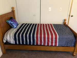 Color works twin bed for Sale in Martinsville, IN