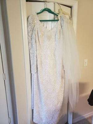 Oleg Cassin Wedding dress, veil, and train for Sale in Clearwater, FL